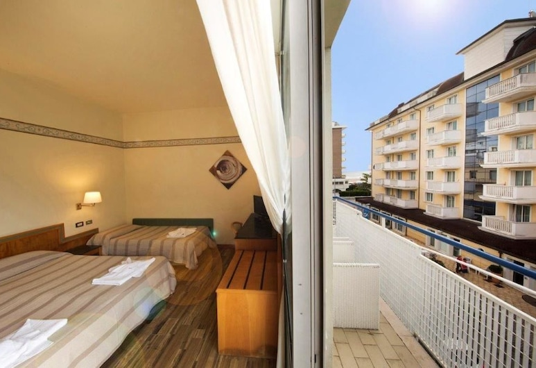 Hotel Marina Bay, Rimini, Triple Room, Guest Room