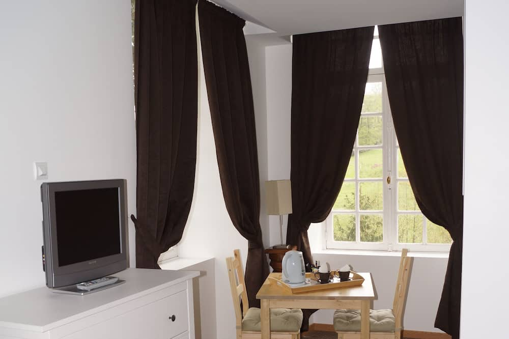 Standard Triple Room - In-Room Dining