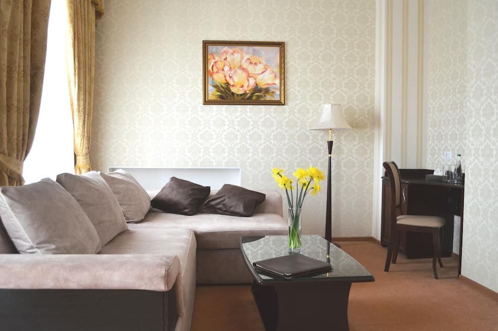 Apartmá s ložnicí a obývacím koutem, dvojlůžko a rozkládací pohovka - Pokoj