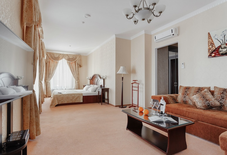 ロイヤル ストリート ホテル, オデッサ, ラグジュアリー スイート ダブルベッド 1 台ソファーベッド付き, 部屋