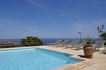 Enter your dates for our Calvi last minute prices