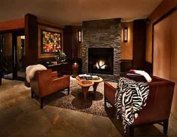 Hình ảnh Mountain Side Hotel Whistler by Executive tại Whistler
