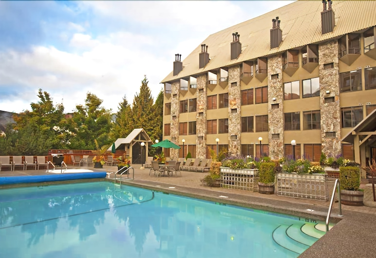 Mountain Side Hotel Whistler by Executive, Whistler, Property Grounds