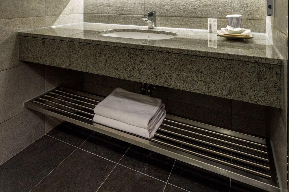 Phòng đôi Deluxe (Korean Style) - Phòng tắm
