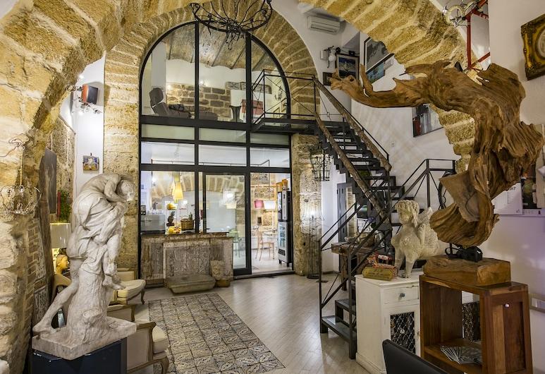 Porta di Castro, Palermo, Hall
