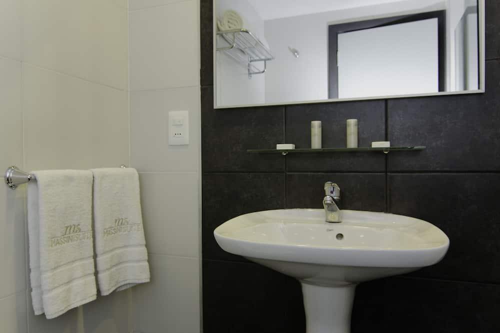 trivietis kambarys - Vonios kambario kriauklė