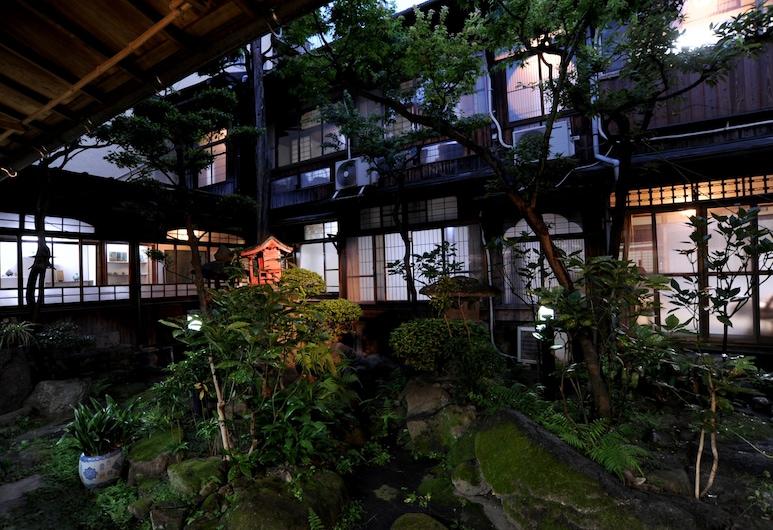 鹿島本館日式旅館, 福岡, 庭院