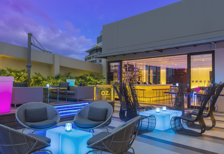 Holiday Inn & Suites Makati, מקאטי, בר המלון