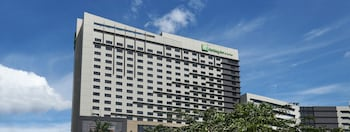 Picture of Holiday Inn & Suites Makati in Makati