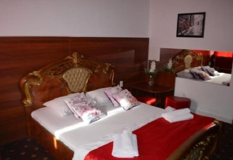 Apartments on Maly Karetny, Moscow, Deluxe Apartment, 1 King Bed, Guest Room