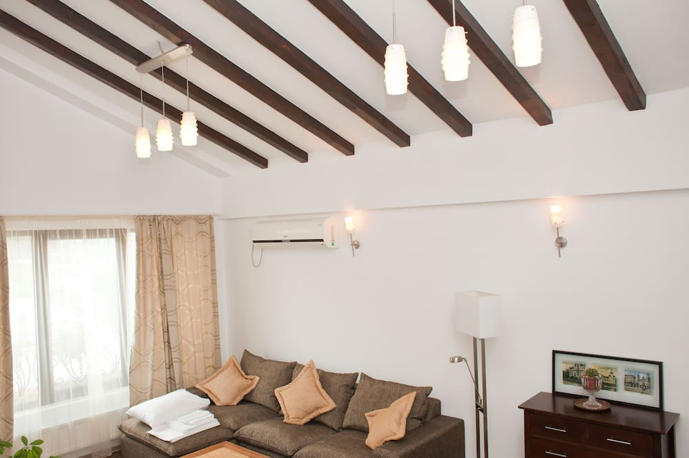 Luxury Apartment, Kitchen - Ruang Tamu