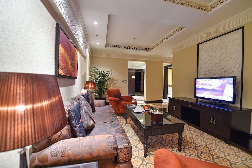 Karalisks luksusa numurs, skats uz dārzu - Dzīvojamā istaba