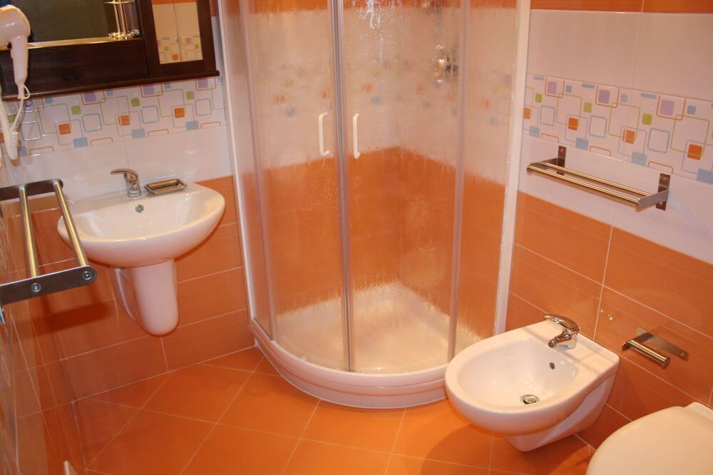 Triple Room, Patio - Bathroom