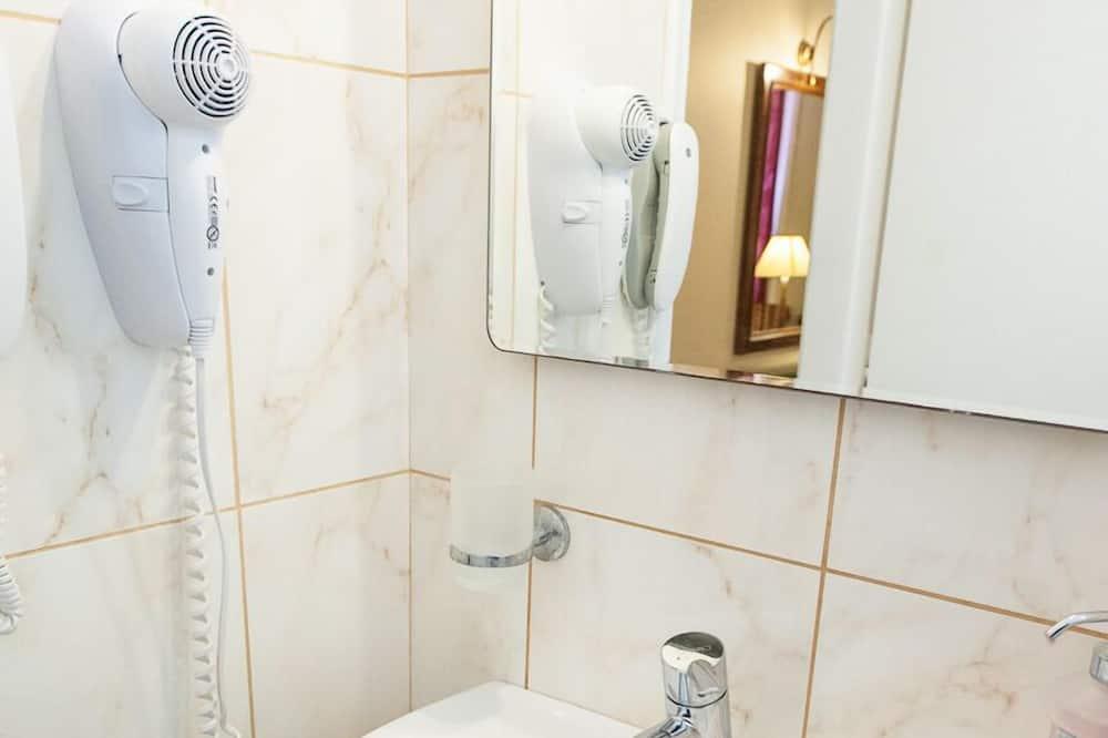 Single Room, City View - Bathroom