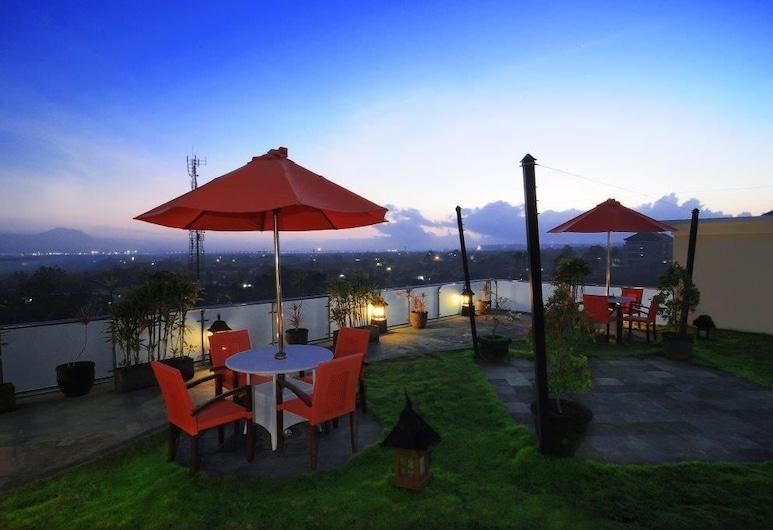 Parkside DenBukit Residence & Suite Jimbaran, Jimbaran, Poolbar