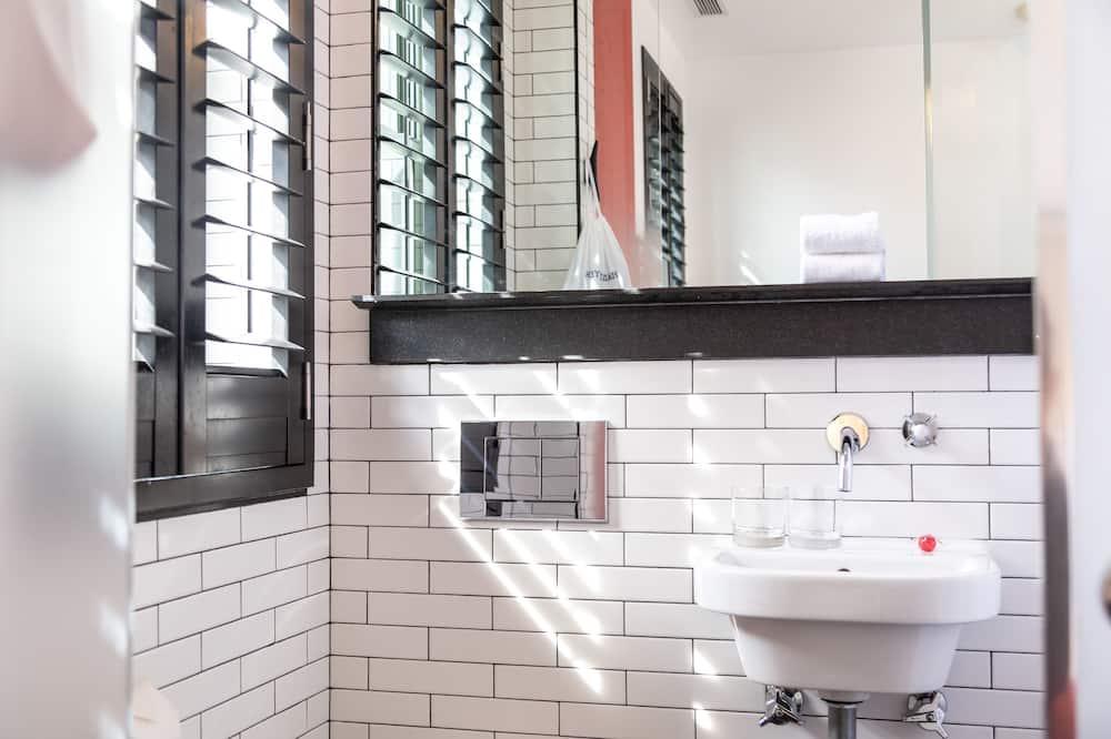 Yksi parisänky (Double Pod) - Kylpyhuone