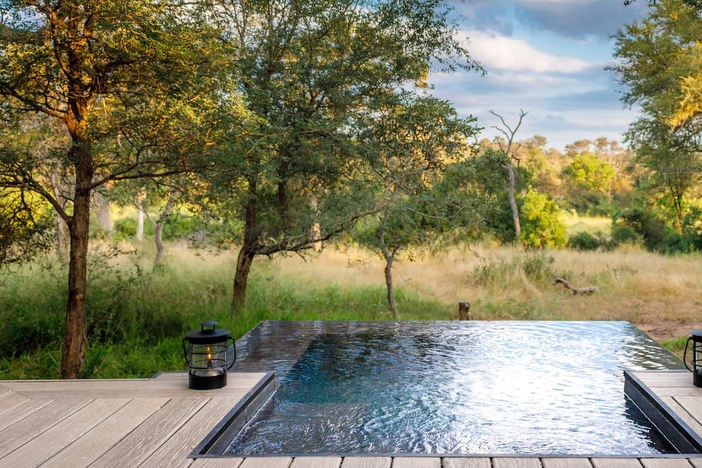 Superior sviit, 2 ühevoodit, privaatbasseiniga, vaade basseinile - Vaade toast