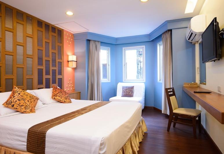 Golden House Bangkok, Bangkok, Royal grand King size bed , Camera