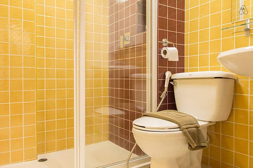 Golden grand deluxe King size bed  - Bathroom