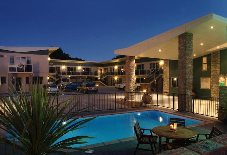 Emerald Spa Motor Inn, Rotorua, Hotel Front – Evening/Night