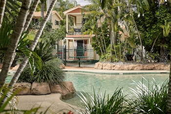 Picture of Ashmore Palms Holiday Village in Ashmore