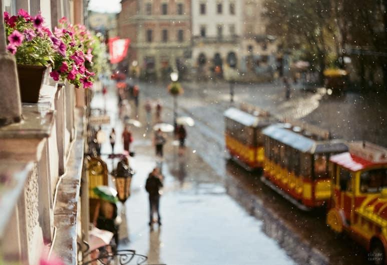 On The Square Guesthouse, Lviv, Premium Tek Büyük Yataklı Oda, Şehir Manzaralı, Sokak Manzarası