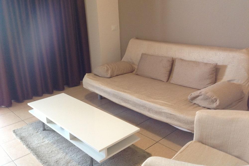 Standardní pokoj se dvěma jednolůžky, částečný výhled na moře - Obývací prostor