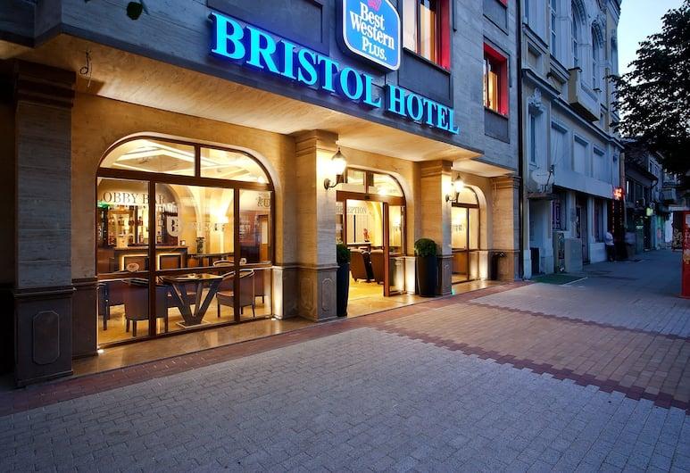 Best Western Plus Bristol Hotel, Sofia, Hotellets front – kveld/natt