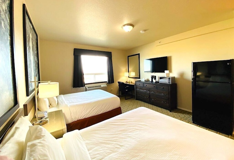 Super 8 by Wyndham Peace River AB, Peace River, Standard Room, 2 Queen Beds, Non Smoking, Guest Room