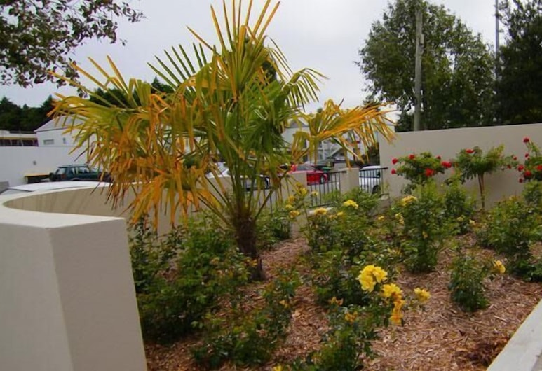 Airport Palms Motel, Christchurch, Property Grounds