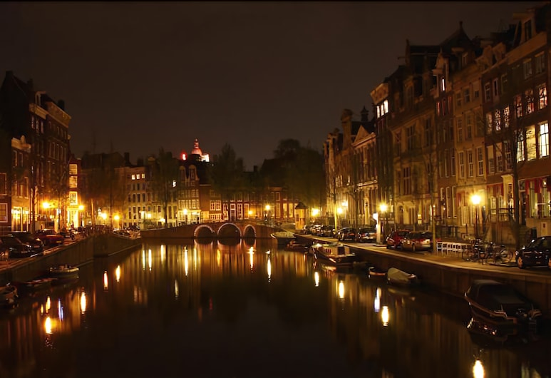 Tulip of Amsterdam B&B, Amsterdam, Hotellets facade - aften/nat