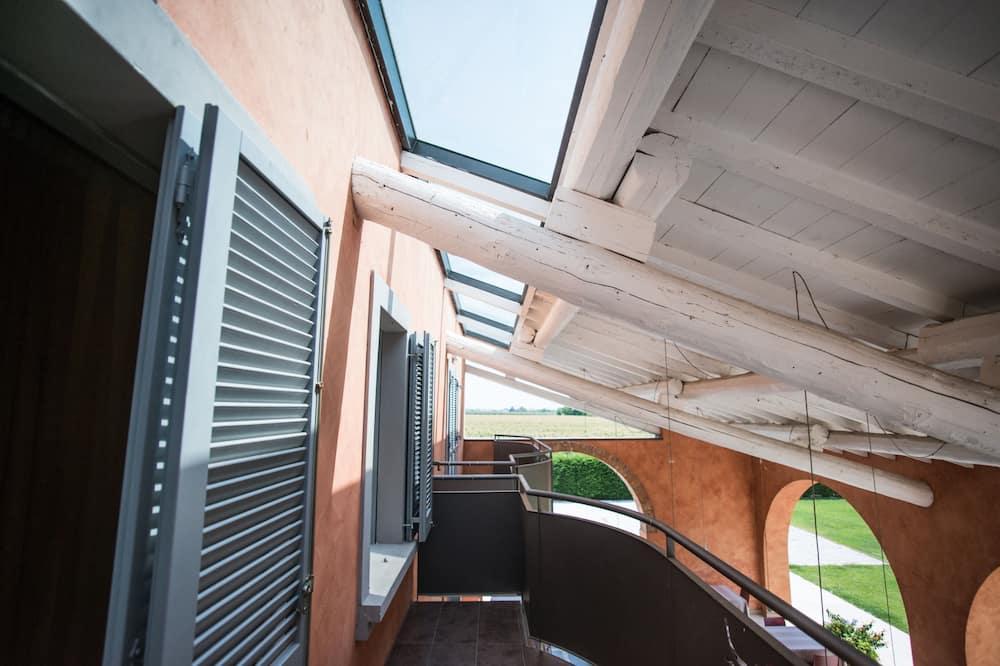 Панорамный двухместный номер с 1 двуспальной кроватью, 1 спальня, балкон - Балкон