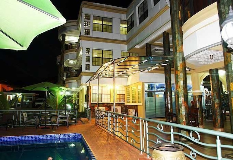 Charleston Hotel, Accra, Outdoor Pool