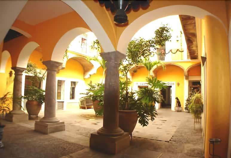 Hotel Meson de San Sebastian, Puebla, Terras