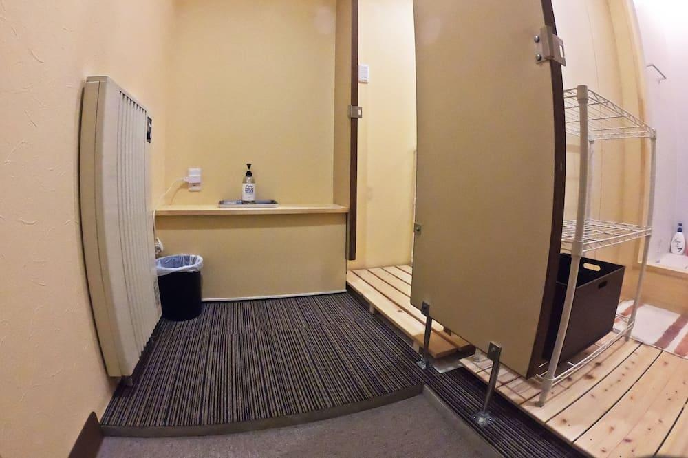 Superior Twin Room, Accessible - Bathroom