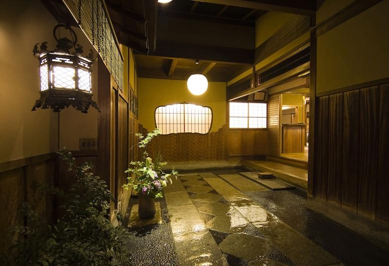 Hiiragiya Ryokan, Kyoto, Hotel Entrance