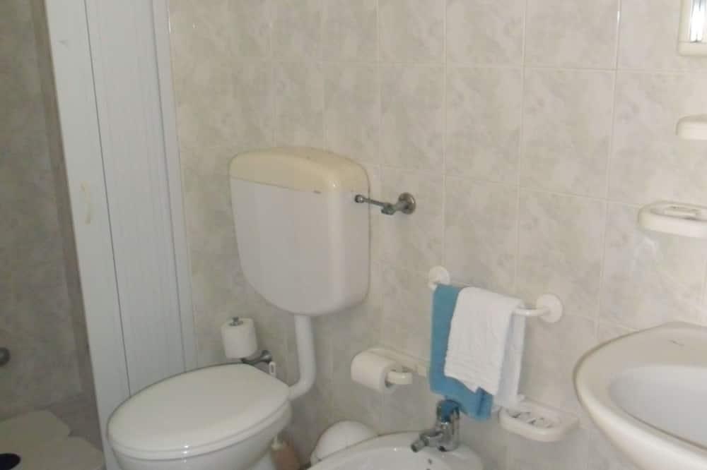 Izba s dvojlôžkom alebo oddelenými lôžkami, výhľad na more - Kúpeľňa