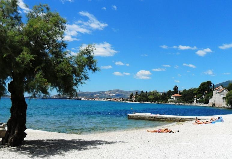 Villa Šoulavy, Kastela, Pantai