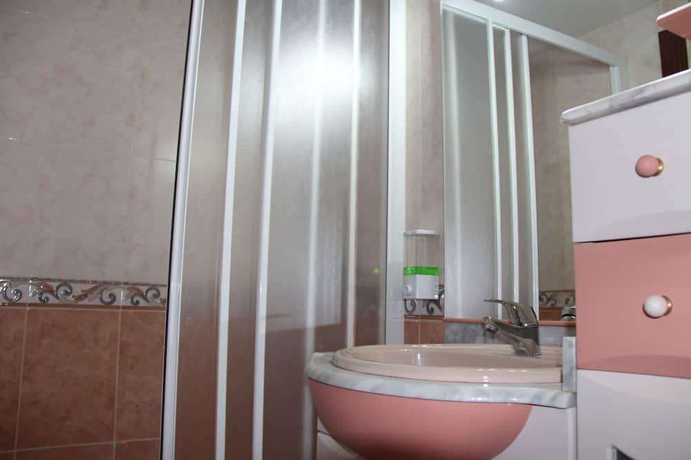 Basic Double Room, Private Bathroom - Bathroom