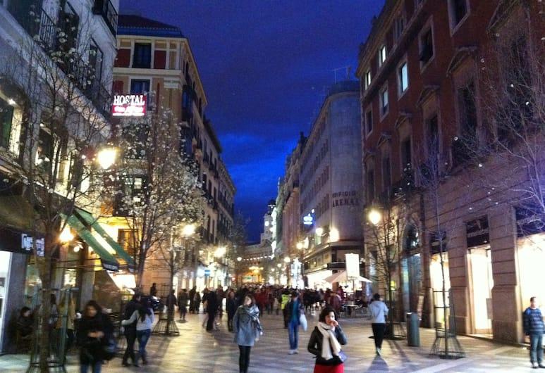 Hostal Alicante, Madrid, Ingang van hotel