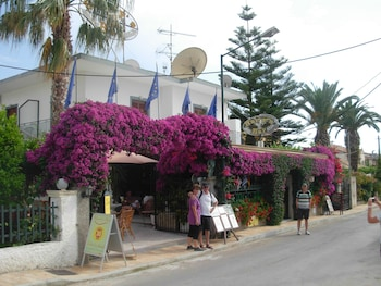Picture of Harry's Bar & Apartments in Corfu