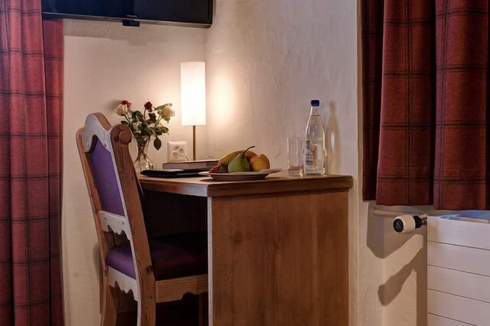 Single Room, Mountain View - Living Area