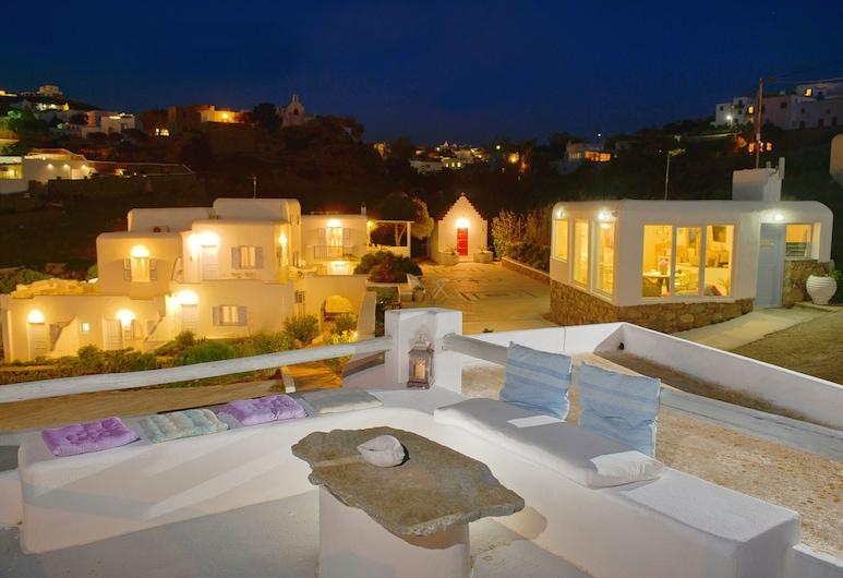 Villa Margarita, Mykonos, Hotelfassade am Abend/bei Nacht