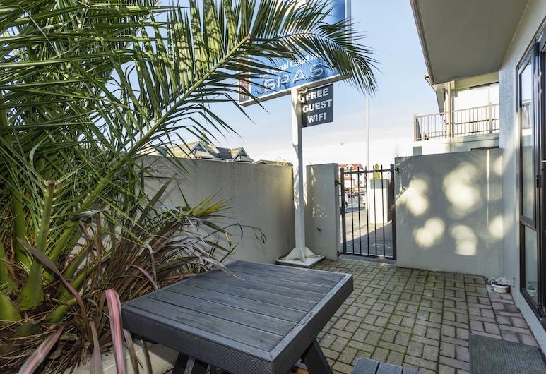 755 Regal Court, Dunedin, Standard Suite, 1 Bedroom, Non Smoking, Kitchenette (Unit), Living Area