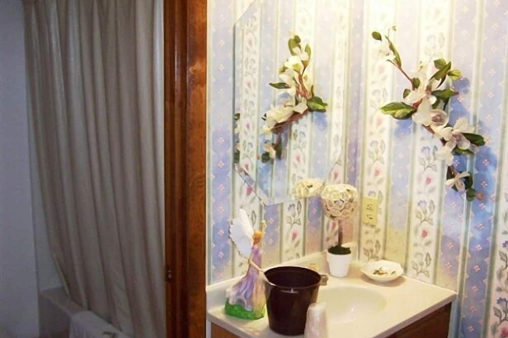 Phòng Tiêu chuẩn, 1 giường cỡ king, Không hút thuốc - Chậu rửa trong phòng tắm