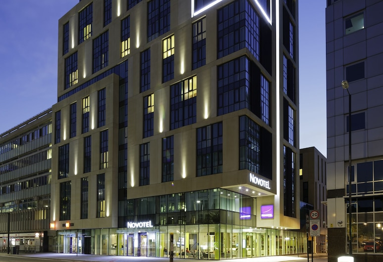 ibis London Blackfriars, London, Hotel Front – Evening/Night