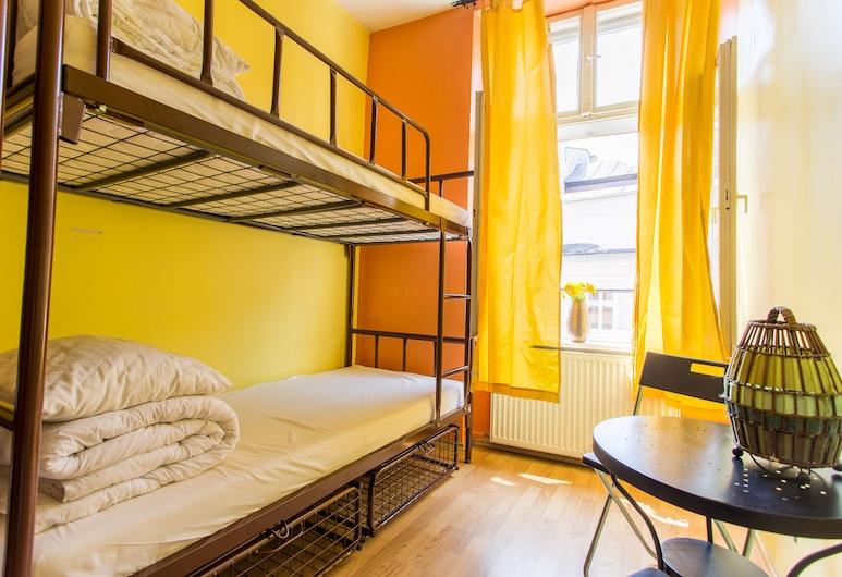 Let's Rock Hostel, Kraków, Wspólny pokój wieloosobowy, koedukacyjny pokój wieloosobowy, wspólna łazienka (4 people dorm), Pokój