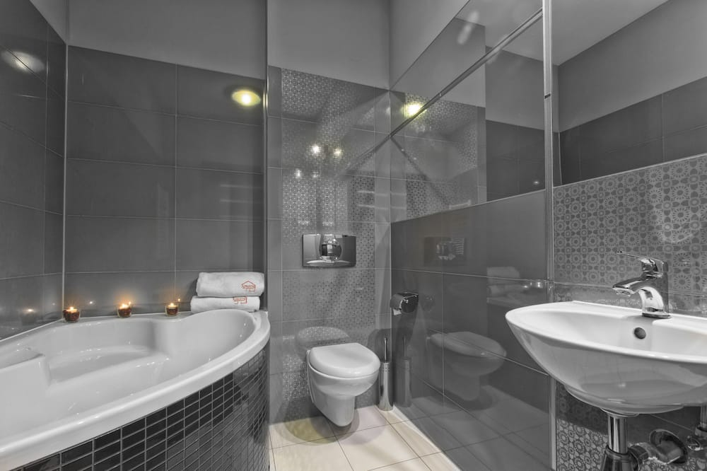 Standard Apartment (4 pax) - Bathroom