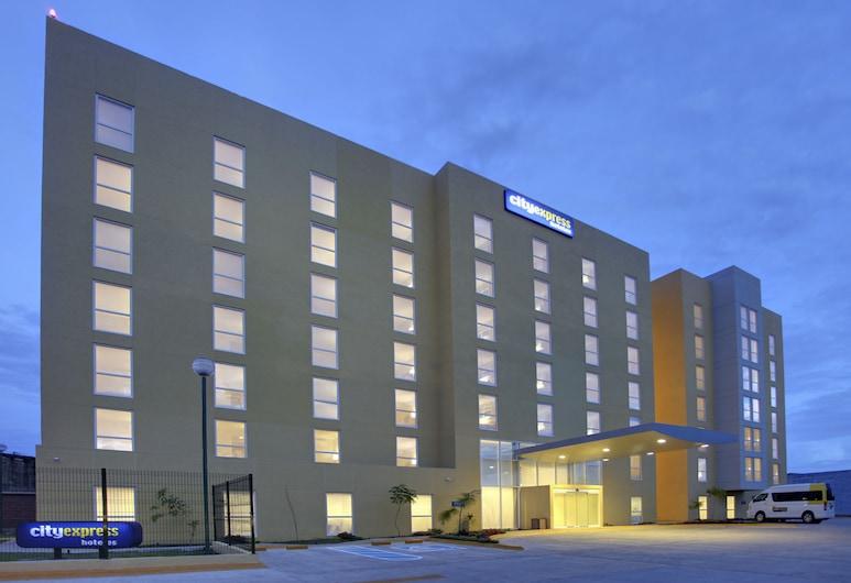 City Express Villahermosa, Villahermosa, Hotelfassade am Abend/bei Nacht