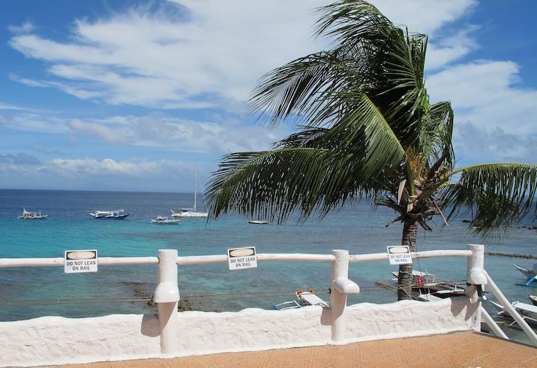 Scandi Divers, Puerto Galera, Beach